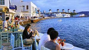 Φθάνουν οι τουρίστες στην Ελλάδα