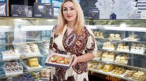 Αφγανή πρόσφυγας με ζαχαροπλαστείο στην Θεσσαλονίκη